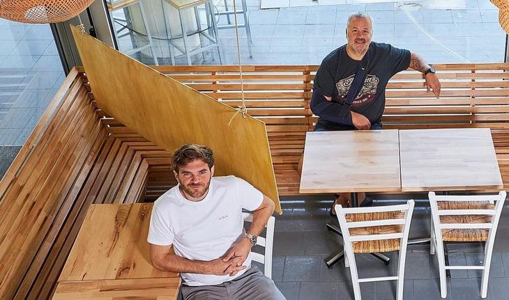 2 man sitting at the restaurant Meraki