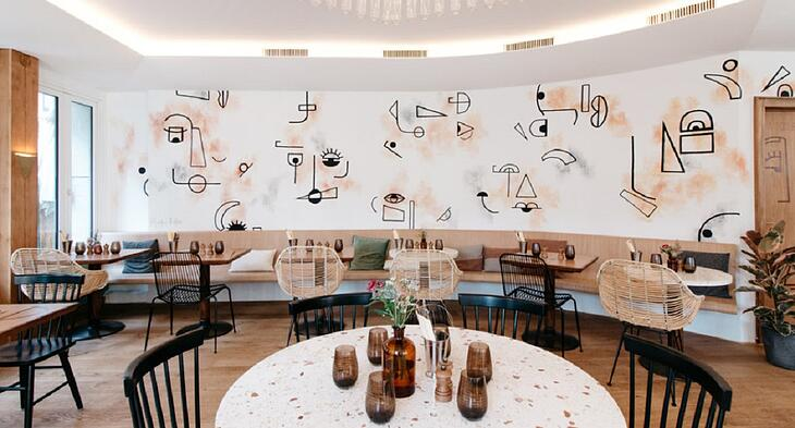 Tables inside the restaurant Loxton