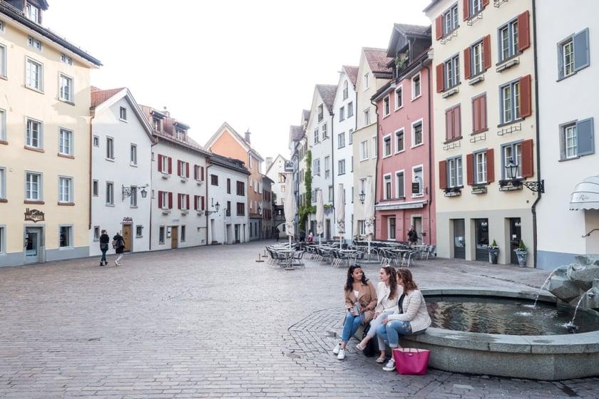 EHL und SSTH Studenten Shoppen in der Stadt